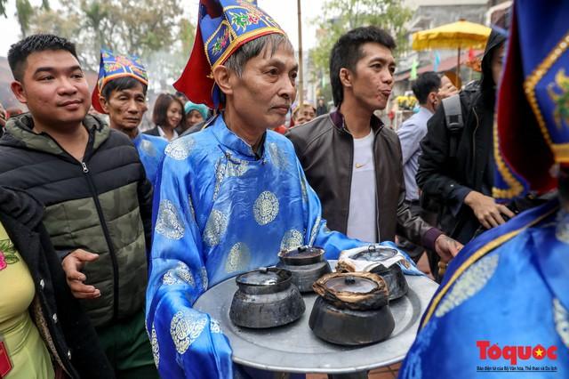 Về làng Thị Cấm xem người dân tạo lửa từ bùi nhùi và nấu cơm bằng rơm  - Ảnh 17.