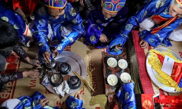 Về làng Thị Cấm xem người dân tạo lửa từ bùi nhùi và nấu cơm bằng rơm  - Ảnh 18.