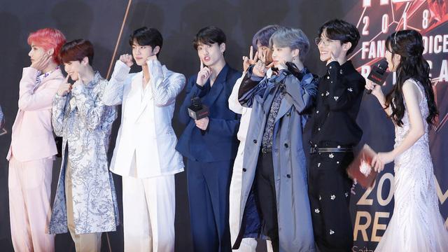 Làm tan chảy trái tim người hâm mộ, BTS còn gây sốt với màn ngẫu hứng tại Grammy 2019 - Ảnh 1.