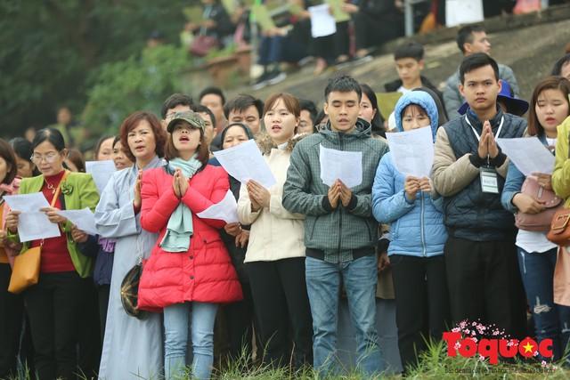 Hà Nội: Hàng vạn người chuyền tay phóng sinh gần 12 tấn cá cầu quốc thái dân an - Ảnh 11.