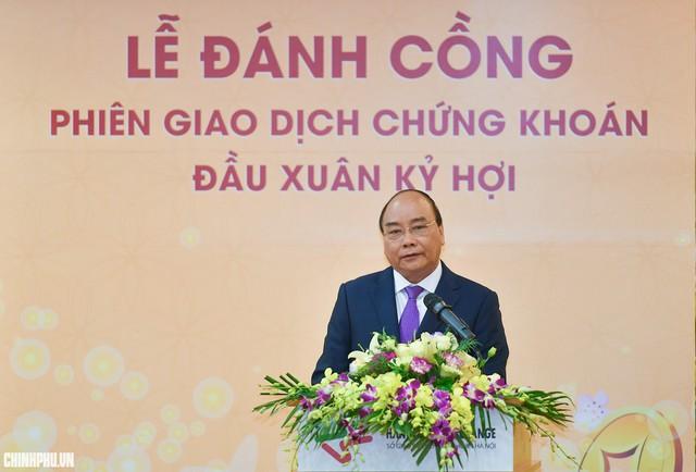 Thủ tướng Nguyễn Xuân Phúc khai trương phiên giao dịch chứng khoán đầu xuân   - Ảnh 1.
