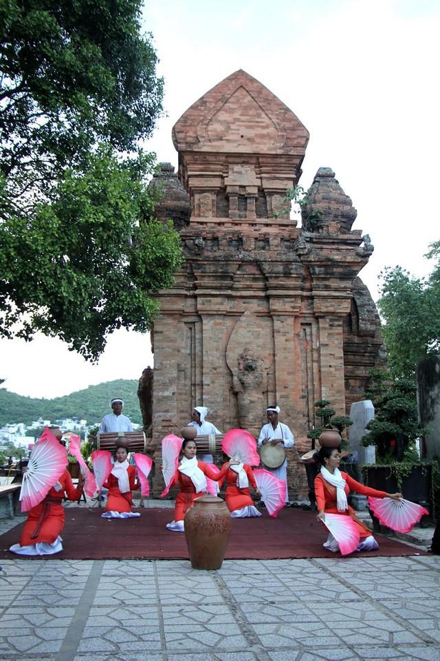 Khánh Hòa: Sử dụng nguồn thu công đức tại khu di tích lịch sử văn hóa Tháp Bà Ponagar vào tu bổ di tích - Ảnh 1.