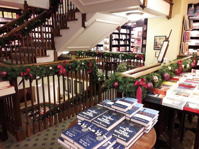 Anh: Sức hấp dẫn của hiệu sách cổ Hatchards với 228 năm tuổi - Ảnh 2.
