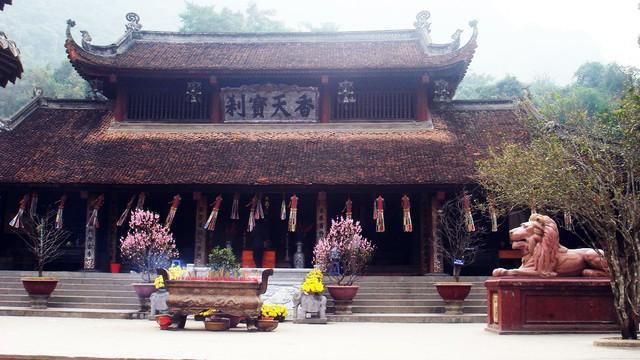Đầu năm, du xuẩn trẩy hội chùa Hương - Ảnh 2.