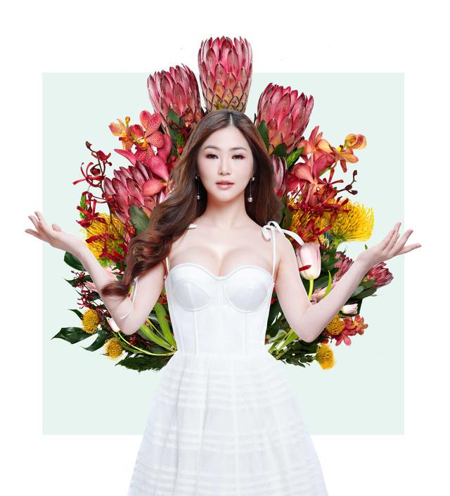 Hương Tràm e ấp bên Hoàng Phương như cặp tình nhân vừa mới yêu  - Ảnh 1.