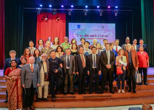 Đại học Văn hóa Hà Nội: Giao lưu với các nhà thơ quốc tế - Ảnh 1.