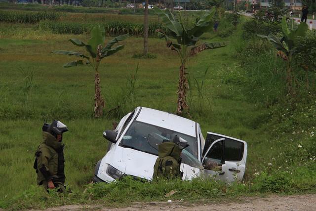 Vụ buôn ma túy cố thủ trên xe: Cận cảnh khẩu súng ngắn lên đã đạn của nghi phạm - Ảnh 10.