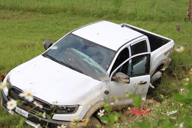 Vụ buôn ma túy cố thủ trên xe: Cận cảnh khẩu súng ngắn lên đã đạn của nghi phạm - Ảnh 9.