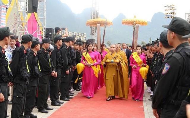 Phó Thủ tướng Trương Hòa Bình đánh trống khai hội chùa Tam Chúc - Ảnh 2.