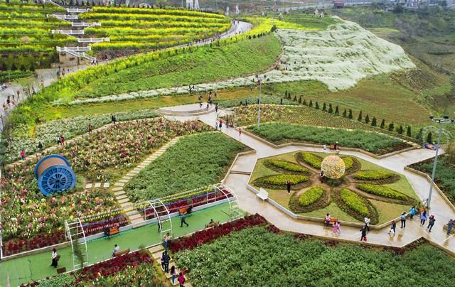 Lạc lối giữa rừng đào bung nở căng tràn nhựa sống ở Sun World Fansipan Legend - Ảnh 7.