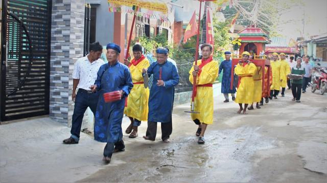 Tưng bừng Lễ cầu ngư làng chài Sâm Riêng, Quảng Nam - Ảnh 1.