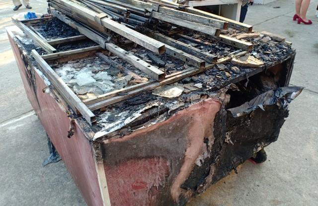 Cháy tại nhà kho trường tiểu học, thầy cô di tản học sinh đến nơi an toàn - Ảnh 3.