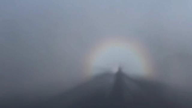 Những khoảnh khắc thiên nhiên vi diệu trên đỉnh Fansipan - Ảnh 4.