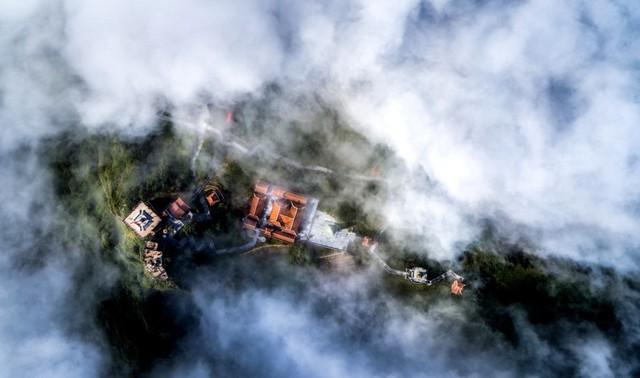 Những khoảnh khắc thiên nhiên vi diệu trên đỉnh Fansipan - Ảnh 7.