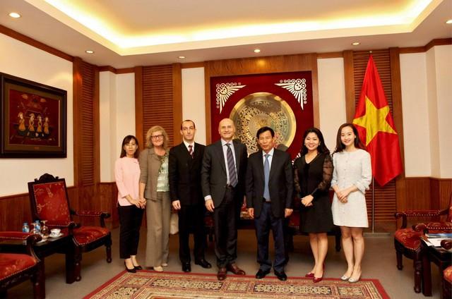 Bộ trưởng Nguyễn Ngọc Thiện và Đại sứ Italia tại Việt Nam trao đổi về tình hình hợp tác văn hóa, thể thao và du lịch - Ảnh 1.