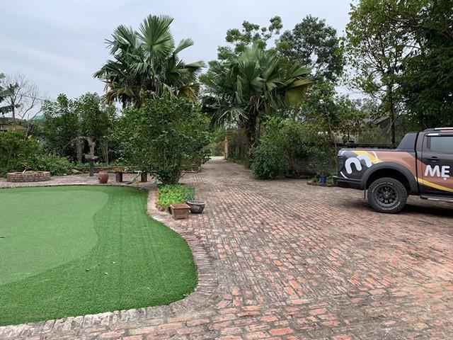 Với diện tích rộng 1.300 m2, khuôn viên căn nhà ở Đại Lải của vợ chồng diễn viên Hồng Đăng được ví như công viên thu nhỏ.