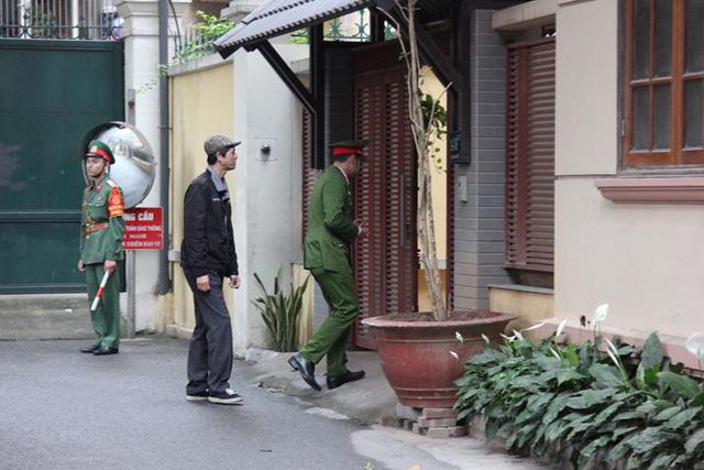 Công an khám xét nhà ông Nguyễn Bắc Son và Trương Minh Tuấn - Ảnh 1.