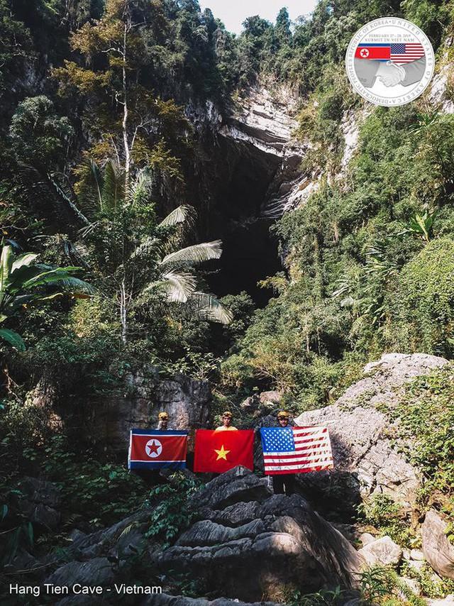 Quốc kỳ Việt - Mỹ - Triều cùng xuất hiện trong hang Sơn Đoòng - Ảnh 5.