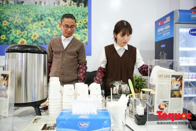 Phóng viên nước ngoài thích thú với ẩm thực Việt Nam - Ảnh 17.