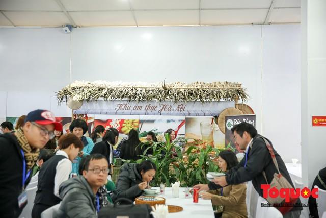 Phóng viên nước ngoài thích thú với ẩm thực Việt Nam - Ảnh 4.
