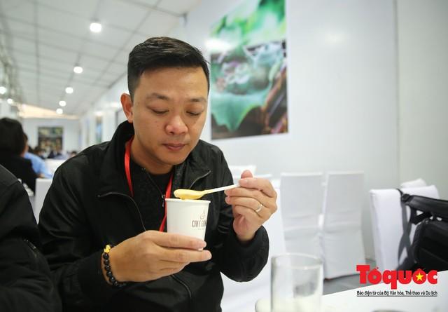 Phóng viên nước ngoài thích thú với ẩm thực Việt Nam - Ảnh 19.