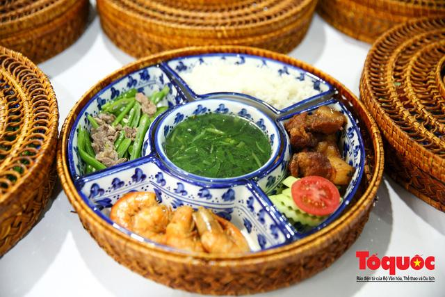 Phóng viên nước ngoài thích thú với ẩm thực Việt Nam - Ảnh 10.