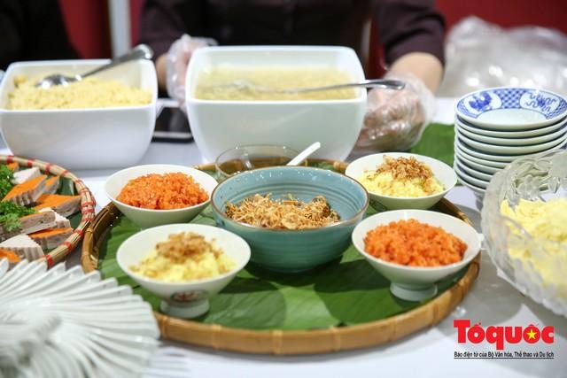 Phóng viên nước ngoài thích thú với ẩm thực Việt Nam - Ảnh 12.