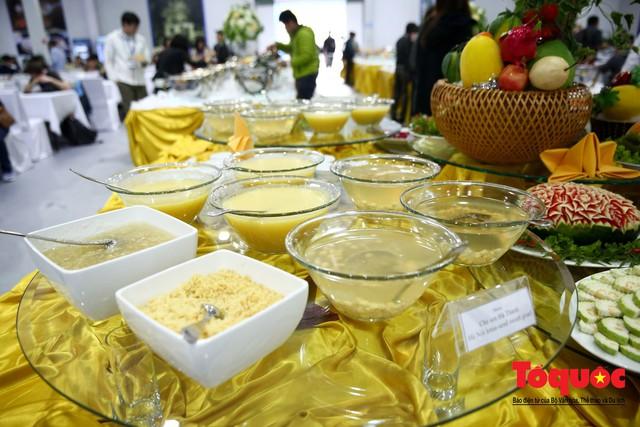 Phóng viên nước ngoài thích thú với ẩm thực Việt Nam - Ảnh 16.