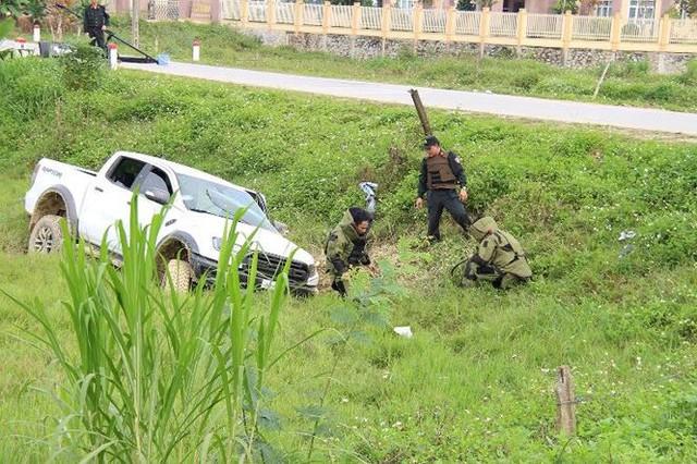 Khởi tố 4 nghi phạm vận chuyển ma túy, ôm súng cố thủ trong xe  - Ảnh 1.