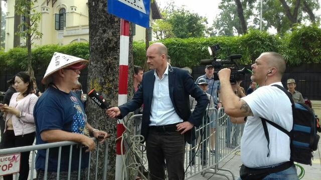 Phóng viên quốc tế và khách du lịch nước ngoài ấn tượng về thượng đỉnh Mỹ - Triều tại Việt Nam - Ảnh 1.