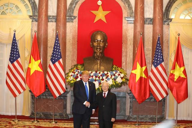 Clip, hình ảnh Tổng thống Donald Trump được đón tiếp trang trọng tại Phủ Chủ tịch - Ảnh 1.