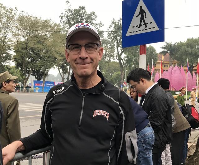 Câu chuyện cảm động về một người Mỹ vượt hàng trăm cây số  xuống Hà Nội để gặp Tổng thống Trump - Ảnh 1.