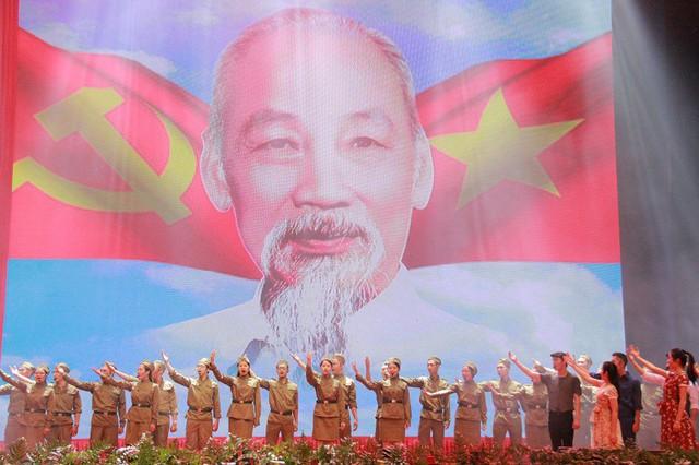 Tổ chức Liên hoan Tuyên tuyền lưu động kỷ niệm 65 năm Ngày chiến thắng Điện Biên Phủ tại 7 tỉnh/thành phố - Ảnh 1.