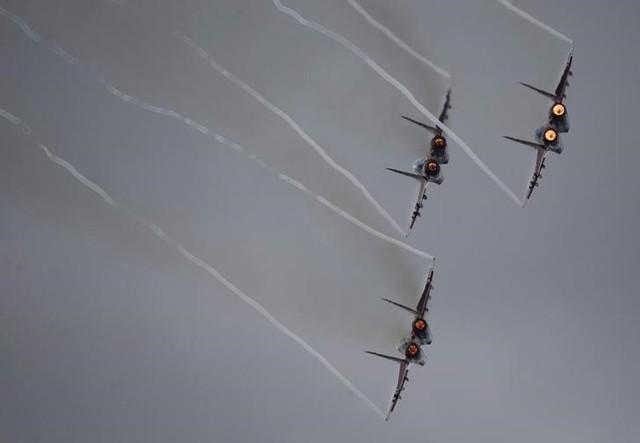 Truyền thông Syria bắt tín hiệu máy bay liên minh do Mỹ dẫn đầu tấn công quân đội - Ảnh 1.