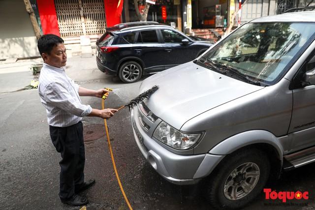 Rửa xe chiều 30 tết: giá tăng 3-4 lần vẫn không ngớt khách - Ảnh 13.