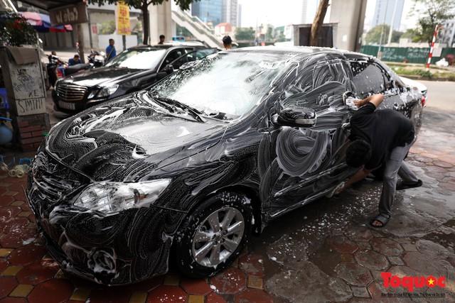Rửa xe chiều 30 tết: giá tăng 3-4 lần vẫn không ngớt khách - Ảnh 7.
