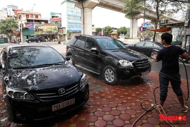 Rửa xe chiều 30 tết: giá tăng 3-4 lần vẫn không ngớt khách - Ảnh 8.