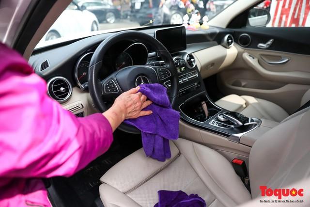 Rửa xe chiều 30 tết: giá tăng 3-4 lần vẫn không ngớt khách - Ảnh 9.