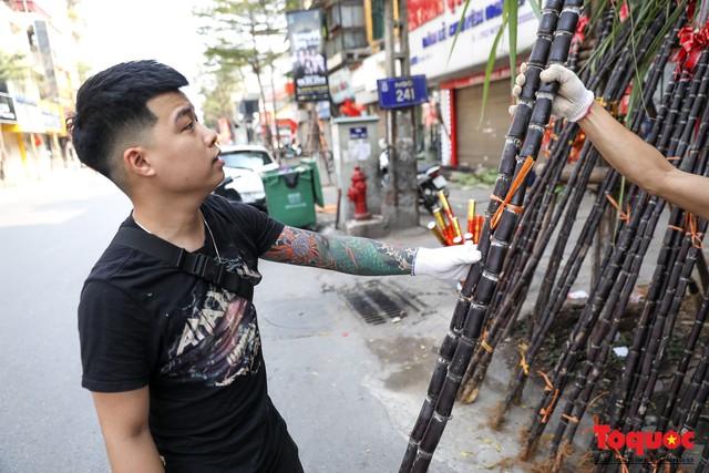 Chiều 30 tết: Mía lộc tràn ngập đường phố Hà nội - Ảnh 6.