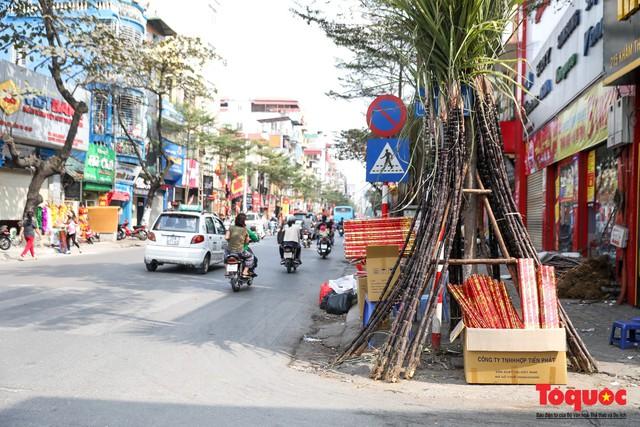Chiều 30 tết: Mía lộc tràn ngập đường phố Hà nội - Ảnh 2.