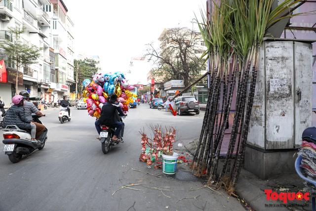 Chiều 30 tết: Mía lộc tràn ngập đường phố Hà nội - Ảnh 4.