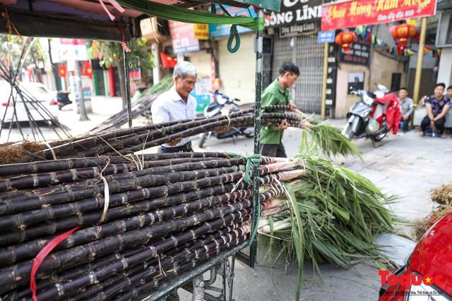 Chiều 30 tết: Mía lộc tràn ngập đường phố Hà nội - Ảnh 3.