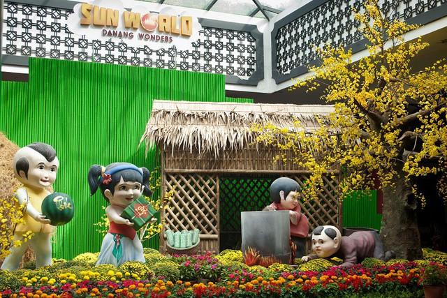 """""""Heo vàng gõ cửa"""", du khách náo nức vui Tết ba miền ở Sun World Danang Wonders - Ảnh 2."""