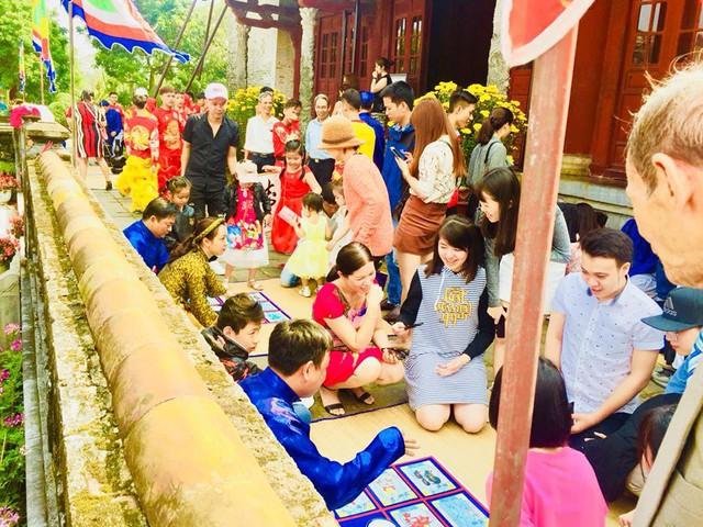 Hàng nghìn du khách đổ về vui Tết tại Hoàng cung Huế - Ảnh 9.