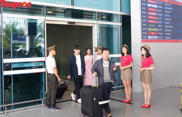 Du khách quốc tế trên chuyến bay đầu tiên của Tết Kỷ Hợi tới Đà Nẵng nói gì? - Ảnh 1.