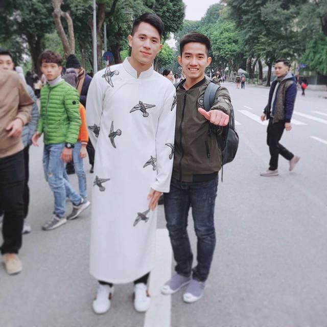 Tết Kỷ Hợi: Hội cầu thủ Việt cực đẹp trong áo dài cách tân - Ảnh 12.