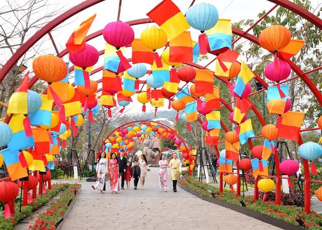 Mê mẩn không gian tết rực rỡ tại lễ hội hoa Sun World Halong Complex - Ảnh 8.