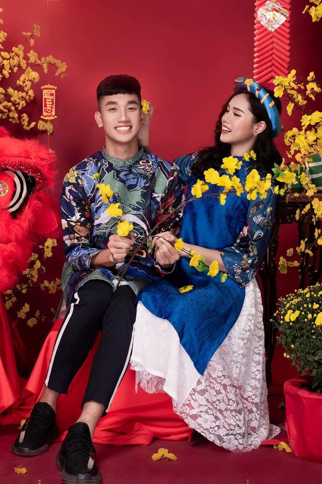 Tết Kỷ Hợi: Hội cầu thủ Việt cực đẹp trong áo dài cách tân - Ảnh 9.