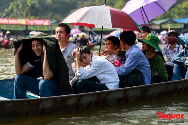 Gần 5 vạn người đổ về lễ phật trước ngày khai hội Chùa Hương - Ảnh 4.