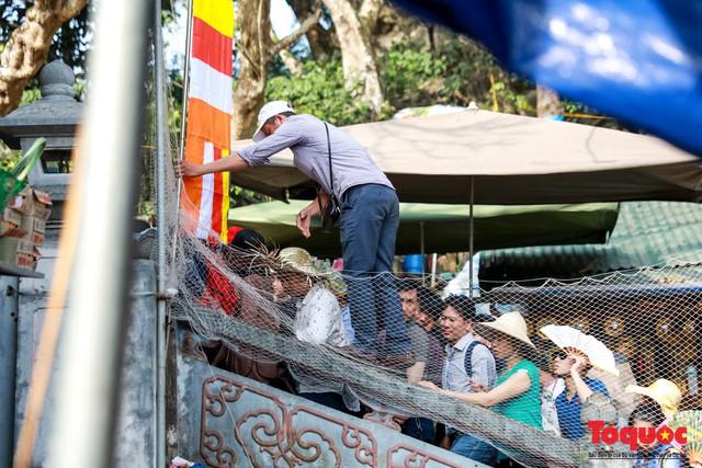 Gần 5 vạn người đổ về lễ phật trước ngày khai hội Chùa Hương - Ảnh 5.